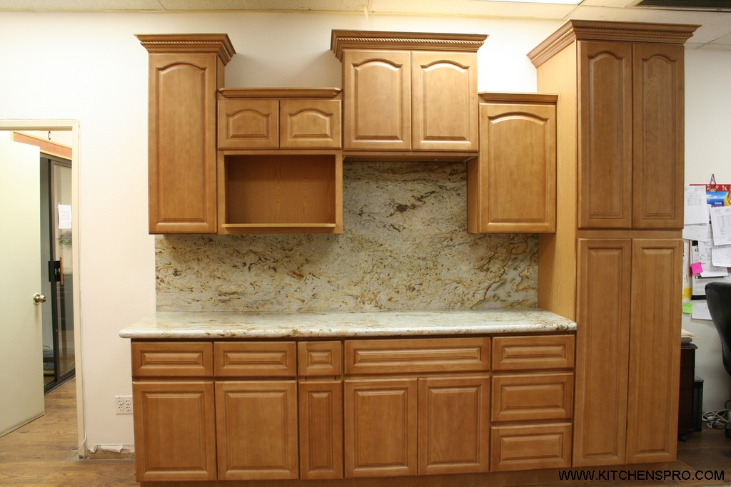 oak kitchen cabinets golden oak kitchen cabinets and bathroom vanities